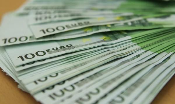 Гърците са изтеглили над 1 млрд. евро от банките за ден