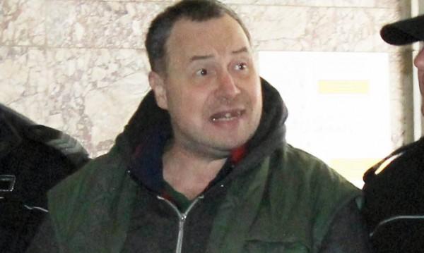 Сигнал за бомба отложи делото на стрелеца от Лясковец