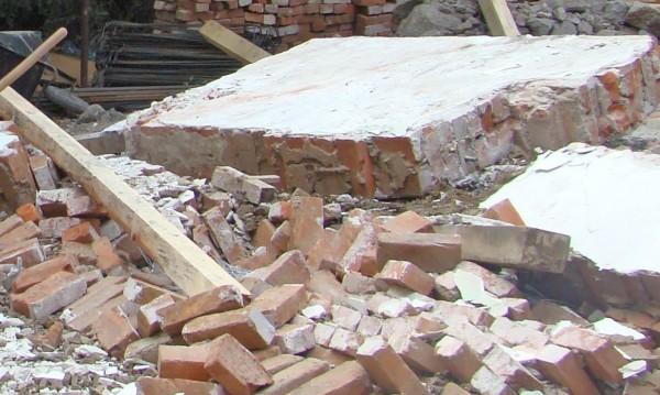 Срина се стена на училище в Казанлък
