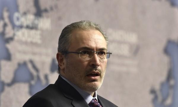 Русия се движи към бетонна стена, упрекна Ходорковски