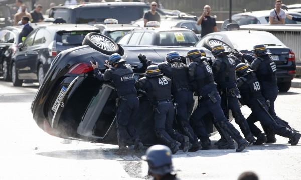 Френски министър поиска закриване на UberPop