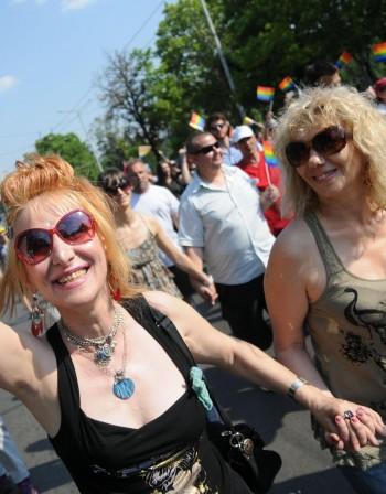 Свещеници скочиха срещу днешния гей парад