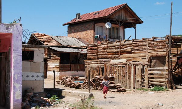 Събориха първите незаконни постройки в Гърмен