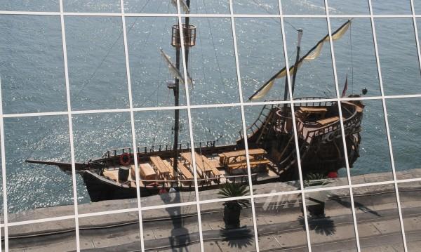 Кораб повреди обновения кей в Поморие
