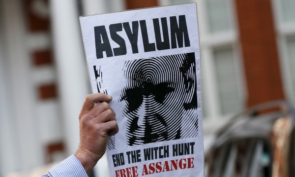 Асанж поиска убежище във Франция, Оланд му отказа