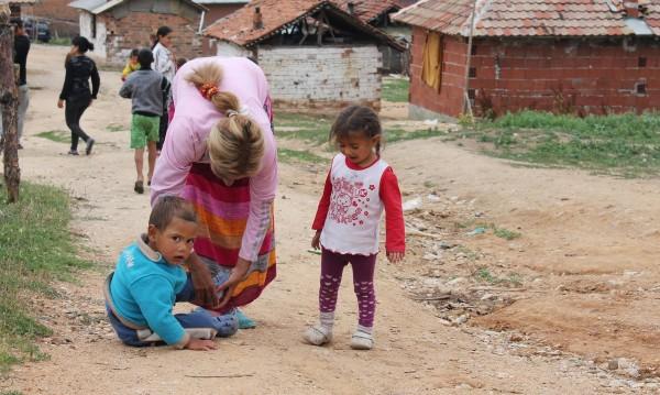 Социални проверяват как живеят ромските деца в Гърмен
