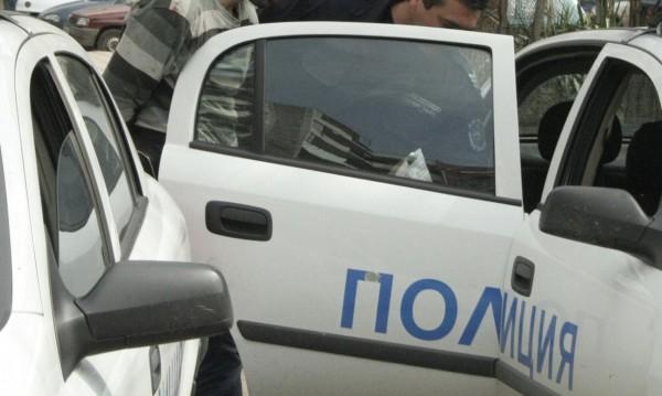 Столични полицаи задържаха двама мъже за изнудване