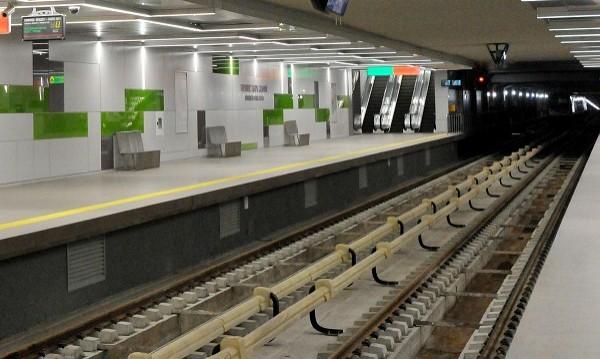 Авария в метрото – влаковете на 10-12 минути