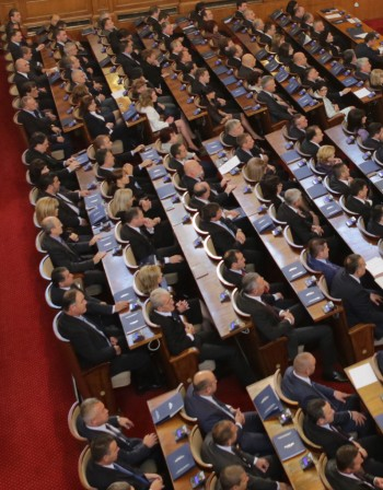 Депутатите се успаха, но събраха кворум в НС