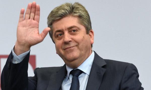 Първанов вади неизкушени от властта лица за вота
