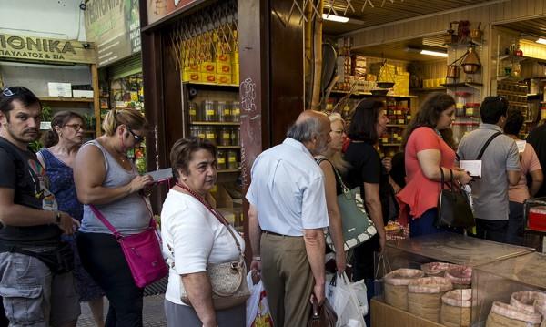 """""""Бедните"""" гърци купуват като маслини iPhone"""