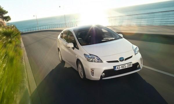 Toyota прибира в сервизите 625 000 хибрида