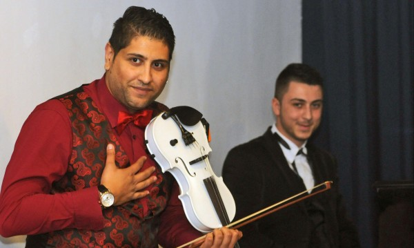 Роми играят театър, събират пари за Кеймбридж