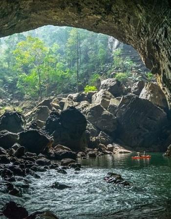 Oгромната пещерна река в Лаос