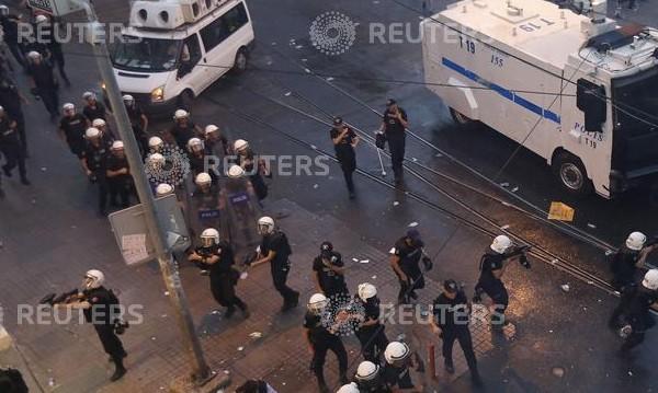 Неизвестни стреляха срещу полицейски участък в Истанбул