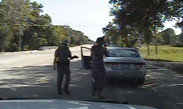 Как полицай в Тексас арестува чернокожа, починала после в затвора
