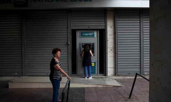 Гръцките банки могат да запазят капиталовия контрол още месеци