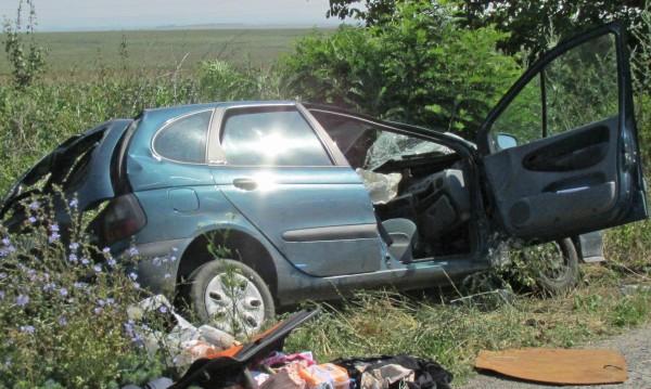 Мъж заби колата си в стълб и загина