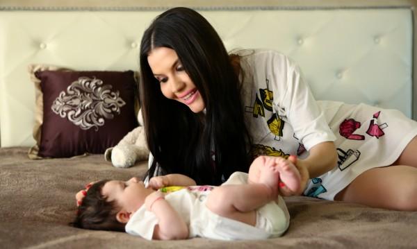 Бебе и гадже отдалечиха Теодора от сцената
