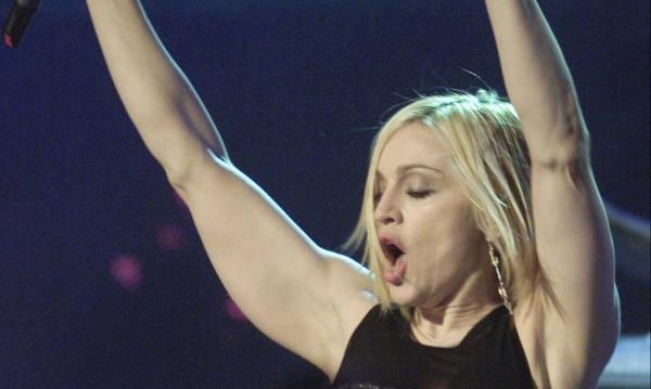 Монахини на пилон: Мадона пак предизвиква