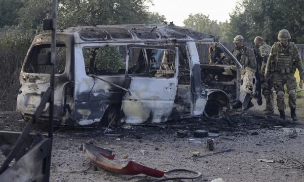 Обстрелите в Донбас засилени, снарядите полетяха