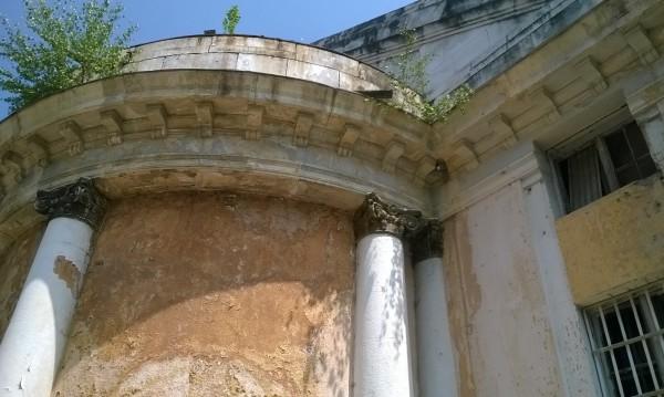 Банята в Овча купел – една руина вместо жива вода