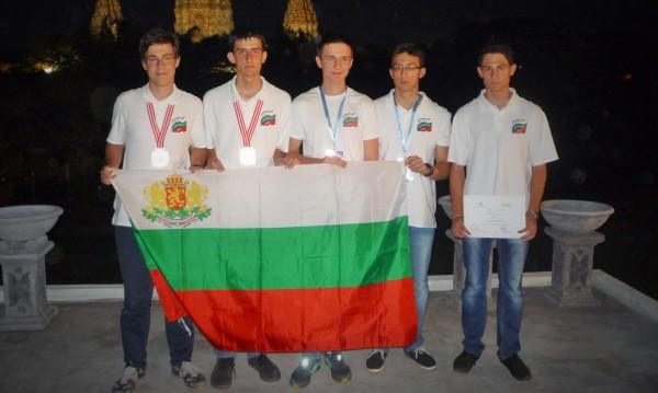 С три медала се завърнаха българчетата от олимпиадата по астрономия и астрофизика