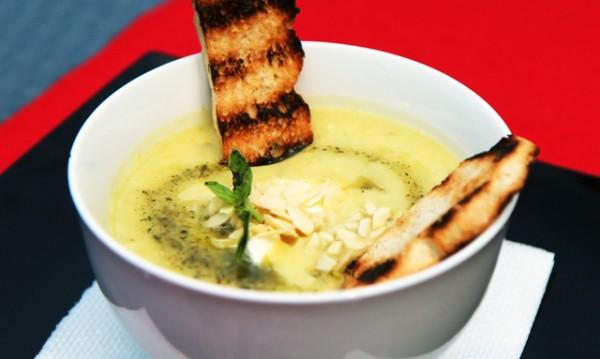 Рецептата Dnes: Крем супа от тиквички и фета сирене