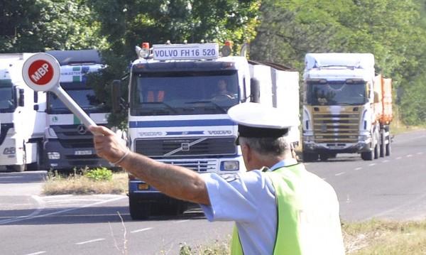 Спират товарни автомобили над 12 тона по магистралите