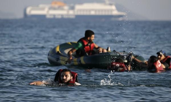 Гърция спаси 576 мигранти в Егейско море само за ден