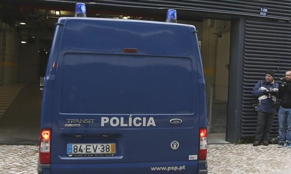 Пенсионер гръмна жандармерист и полицай в Португалия