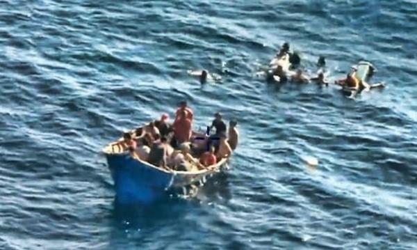 Лодка с мигранти потъна край либийския бряг