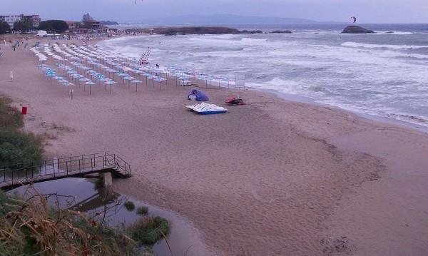 Българските плажове – фин пясък или билет до аптеката?