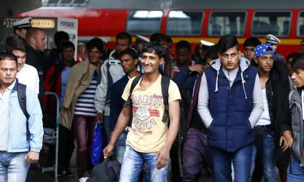 Брюксел заложи капана: Задържа бежанците в Източна Европа