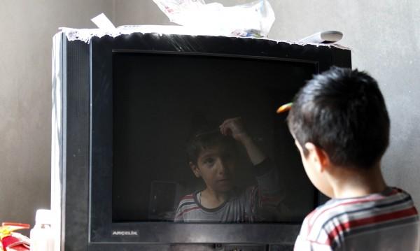 Децата ни висят над 8 часа пред ТВ-то и компютъра