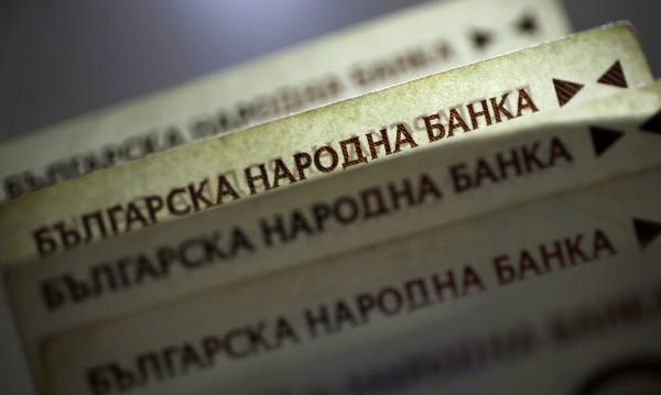 82-годишна перничанка брои 4 бона на ало измамник