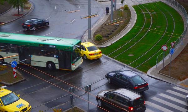 """Отново абсурд на """"Руски паметник"""": Автобус в насрещното!"""