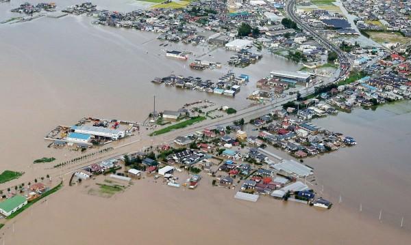 Трима души са загинали, 25 са изчезнали при наводненията в Япония