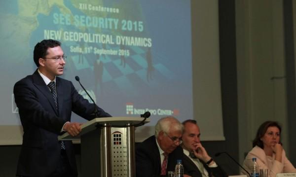 Заплахите са миграционният натиск и украинската криза