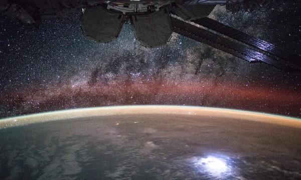 Капсула с астронавти се приземи в Казахстан