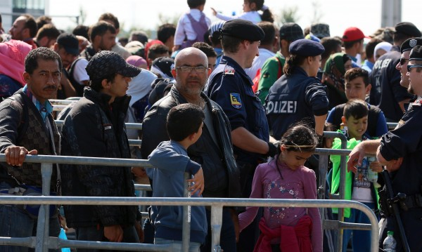 Австрийската полиция спаси бежанци от хладилен камион