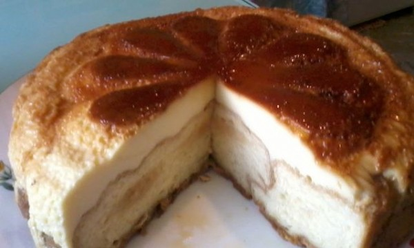 Рецептата Dnes: Торта с крем карамел и кроасани