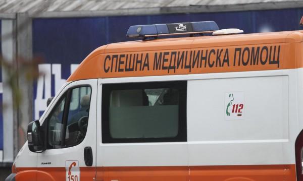 Шофьор бутна баба на заден ход в Трявна и избяга