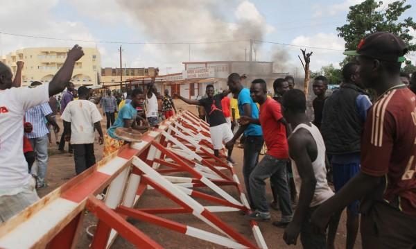 Десет жертви и много ранени след преврата в Буркина Фасо