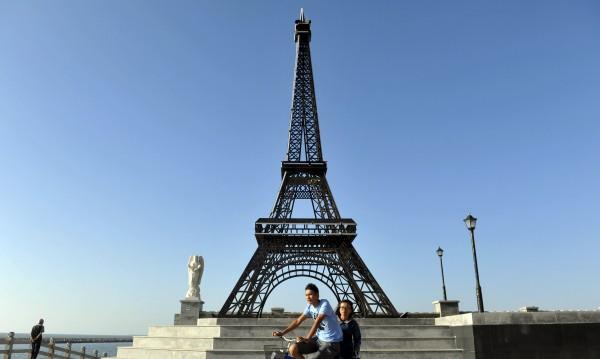 Айфеловата кула без посетители