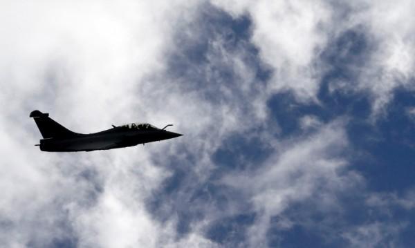 Франция нанесе първите си въздушни удари в Сирия