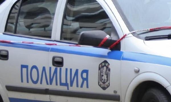 """Оръжия и палка с надпис """"МВР"""" спипаха полицаи в Монтанско"""