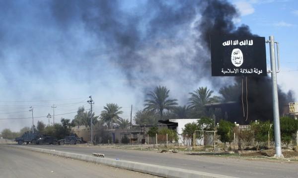 Бойците на ИД се евакуирали със семействата си в Ирак