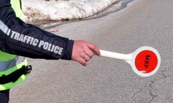 Подпийнал шофьор блъсна полицай в Петрич