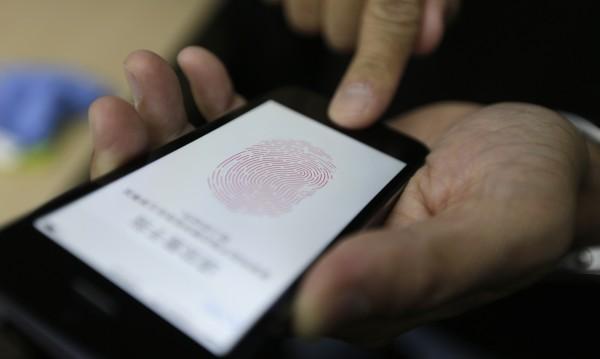 """Apple защитава патент за """"паник режим"""" на iPhone"""